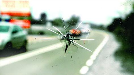 Uszkodzenia szyby samochodowej